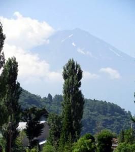 合宿所から臨む富士山